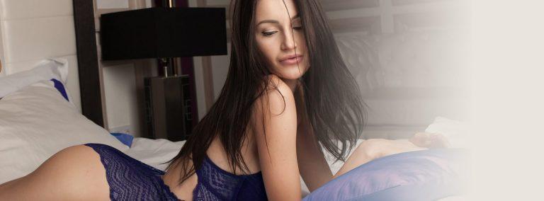 stor dildo. Bilde av dame på seng