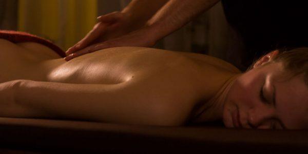 Sjenert (42) møter par for massasje