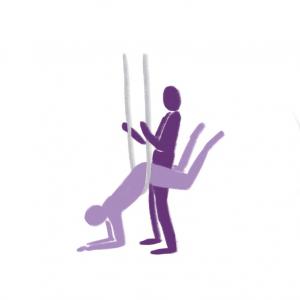 Utendørs sex- illustrasjon av person som ligger over hengekøye med magen, støtter armene i bakken og blir tatt bakfra.
